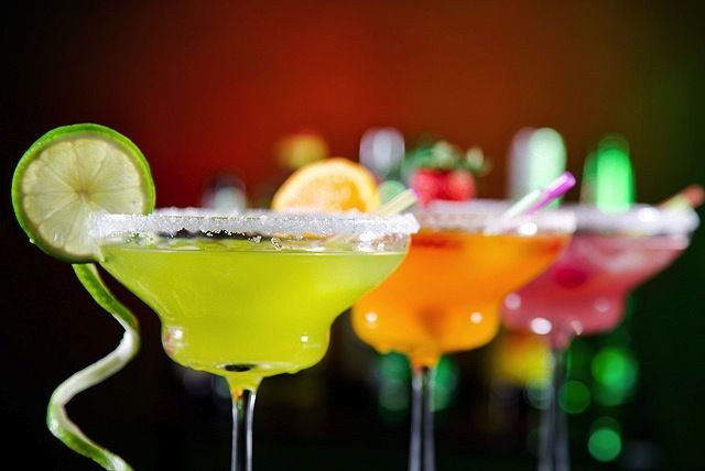Cocktail Pitchers & Nachos