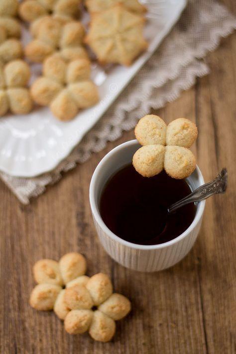 Biscotti al cocco con sparabiscotti - caffè