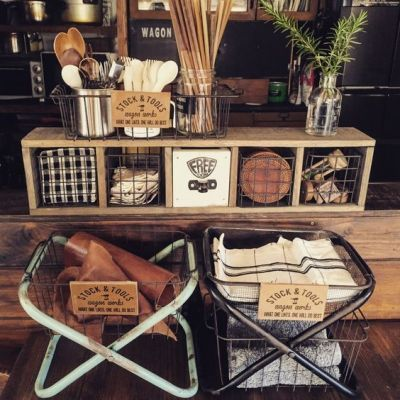 えっ。これ、100均のパイプ椅子なの!?今、SNSでパイプ椅子をお洒落なラックスタンドにリメイクするのが人気です。 ダイソーやセリアの合わせワザで、その他にも驚きの使い方があるんですよ♡・・・