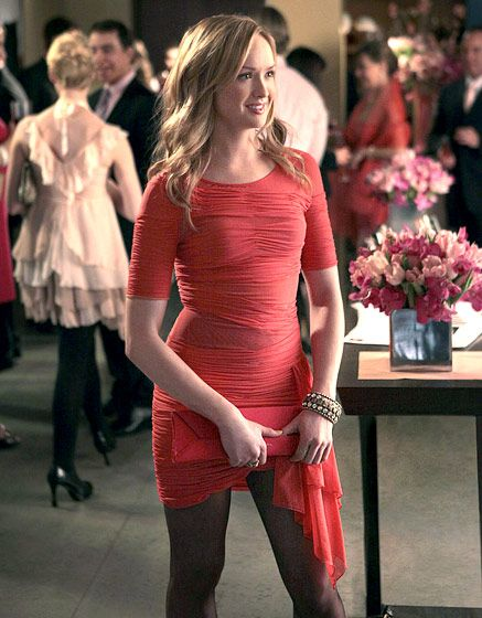 In Season 4 Ivy Dickens (Kaylee DeFer) brightened up in BCBG Max Azria.