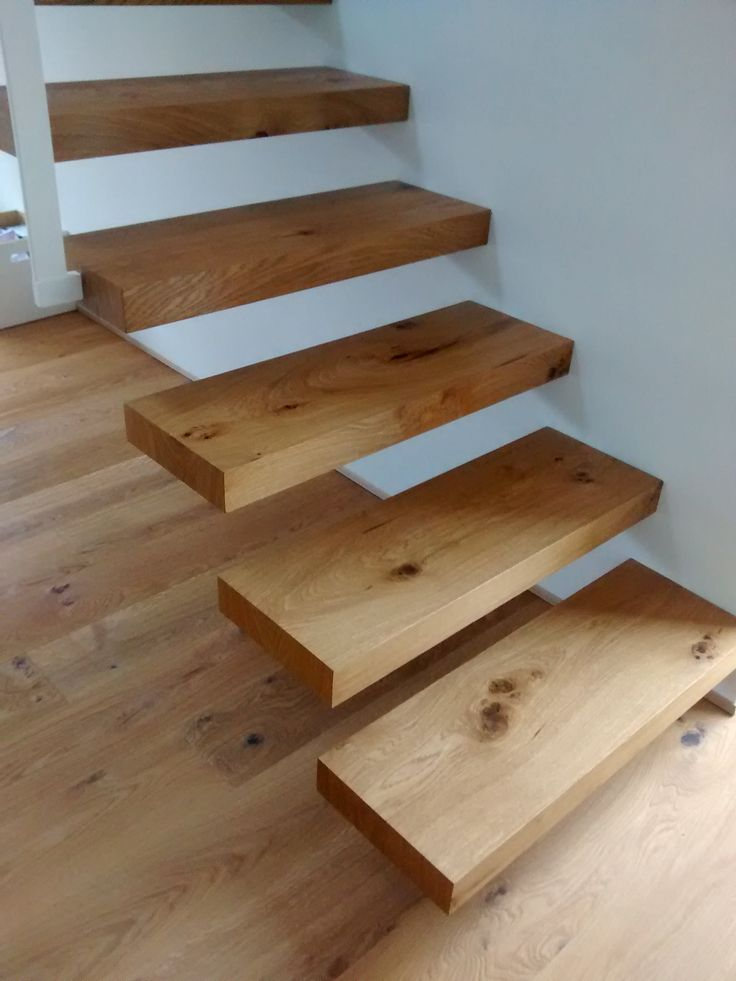 freitragende treppe in eiche wohnideen. Black Bedroom Furniture Sets. Home Design Ideas