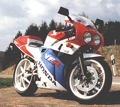 Honda VFR400 / NC30