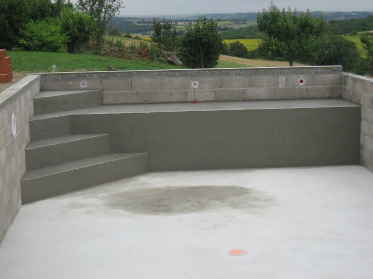 Dimension escalier piscine beton kg37 jornalagora for Dimension piscine