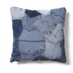 Ook deze mooie en comfortabele kussen is gemaakt van gerecycled spijkerstof