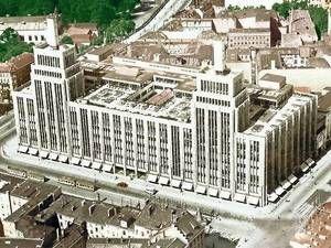 Prachtvoll. Ab 1929 galt Karstadt am Hermannplatz als modernstes Warenhaus Europas. Der im Krieg zerstörte Altbau maß mit Türmen und Lichtmasten 71 Meter.