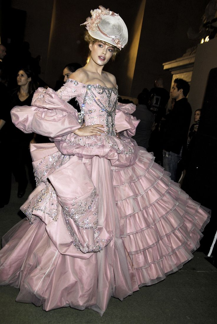 John galliano for christian dior fall winter 2007 haute for Dior couture dress price