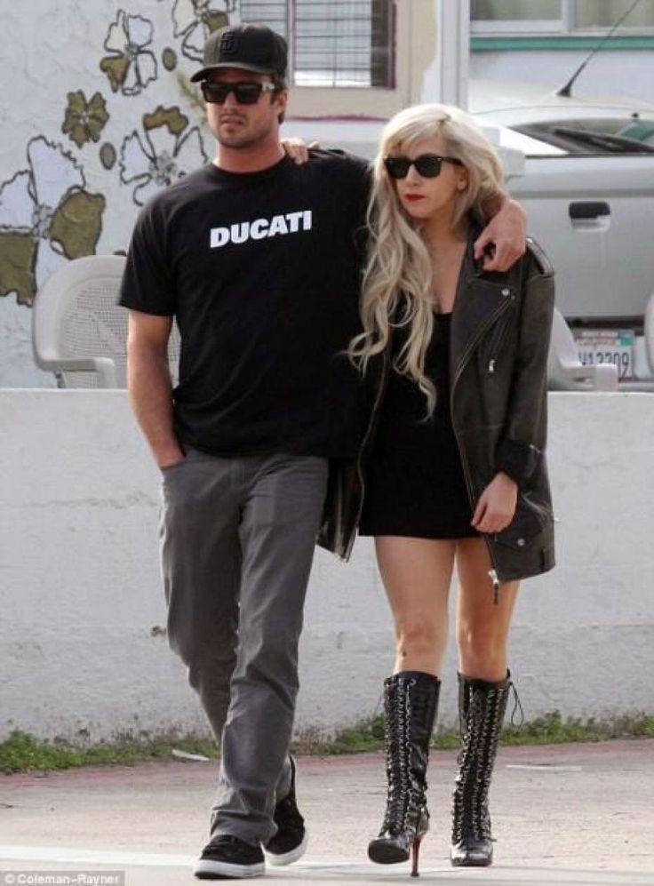 LA MODE DANS LE MONDE: Mariage de Lady GaGa et Taylor Kinney