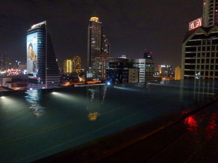 Desi girl's blog: the infinity pool at the Eastin hotel, Bangkok. Read my full review