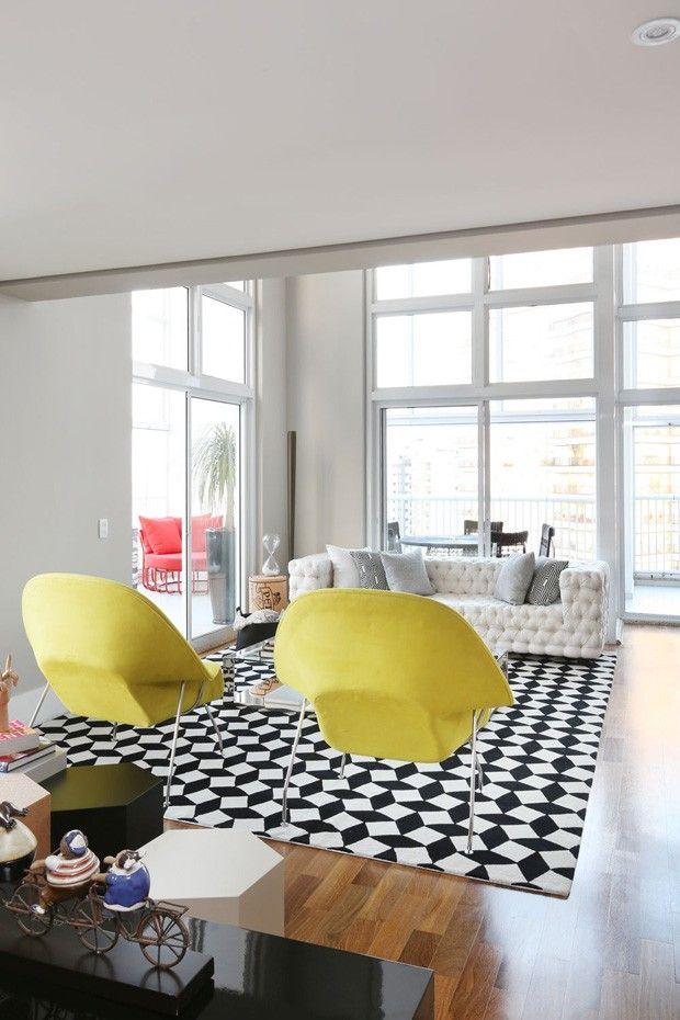 Contraste traz modernidade e estilo à apartamento projetado para receber (Foto: Divulgação)