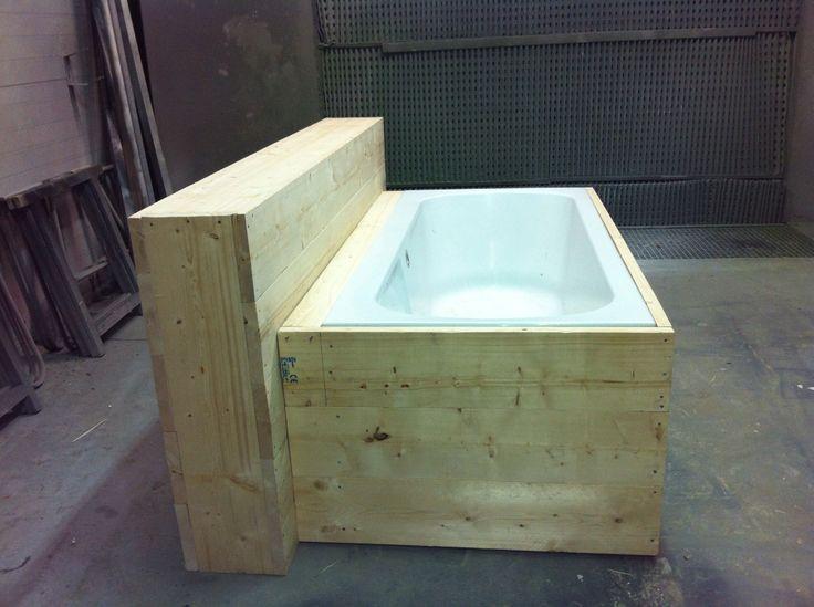 Bad met steigerhout ombouw