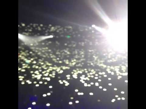 Harry Styles vine on stage (Didn't post to twitter) This was in Denver