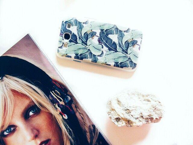 Samsung case bananna leafs rock and magazine