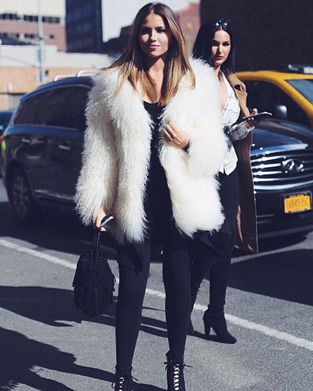 Arriving at the @rebeccaminkoff fashion show with @nataliehalcro