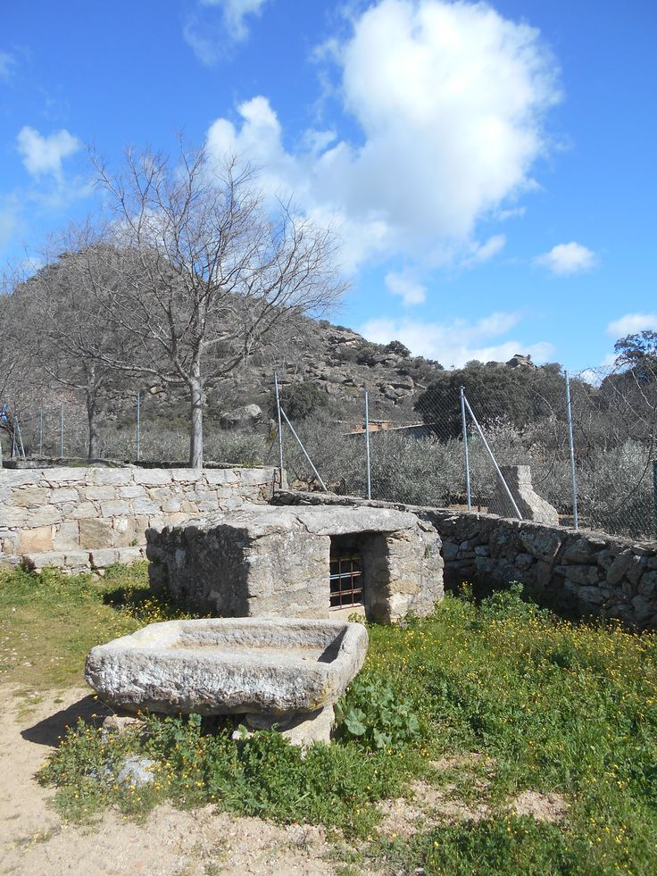 Castillo de Bayuela. Area recreativa junto al Cerro del Castillo.