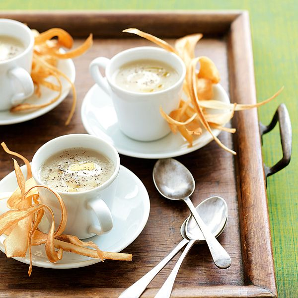 This artichoke soup recipe is a light starter that can be made in advance, making the rest of the cooking easier.