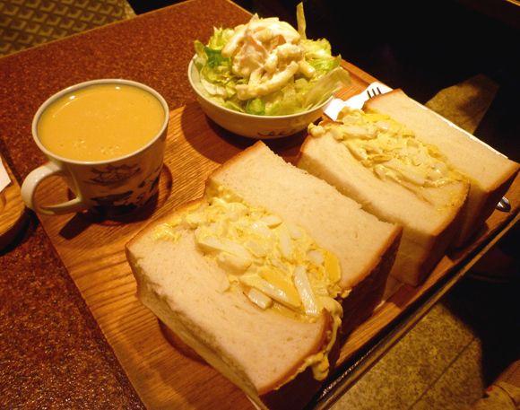 おーい! 3月13日はみんなが大好きな「サンドイッチの日」ですよーーー!! 基本的には気軽な料理のサンドイッチだが、その種類は実にさまざま。パンに具を挟むだけとい …