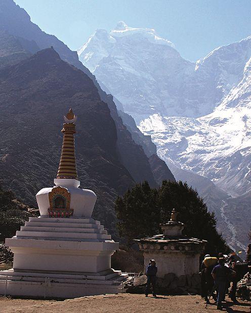 Nepal, Travel, Kathmandu, Pokhara, House, Himalayas, Culture, Photography, Art, People, Everest, Annapurna, Temple, Trekking, Textiles, Clothing, Fashion, Mountains, Mustang, Chitwan, Crafts, Children, Fabric, Jewelry http://www.nepalartshop.com