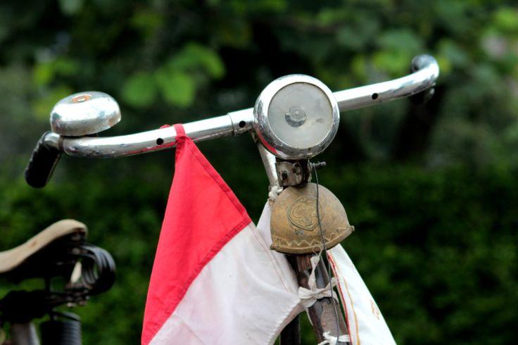 Sepeda Onthel Saksi Bisu Sejarah Perjuangan Rakyat Indonesia pada Jaman Perjuangan Kemerdekaan.  Post by http://www.jpgbintaro.com