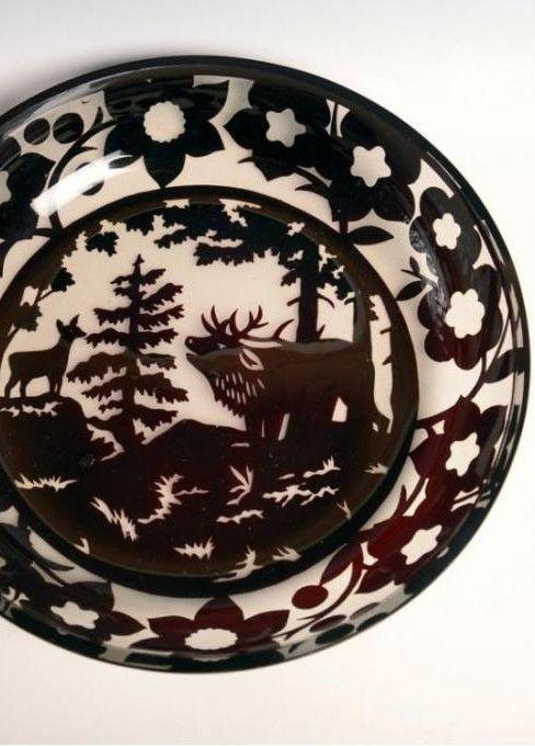 Morava,Sklárna Solomon Reich , Krasno nad Bečvou, 20.-30. léta 20. století, křišťálové sklo, vrstveno, leptáno broušeno, průměr 32 cm