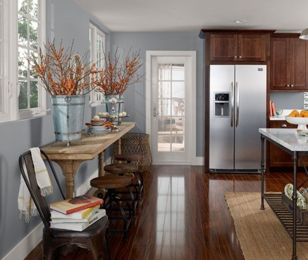 In place of white or cream, choose a colour that adds life to a kitchen. Benjamin Moore French Toile (CSP-595) works in both traditional and contemporary settings.