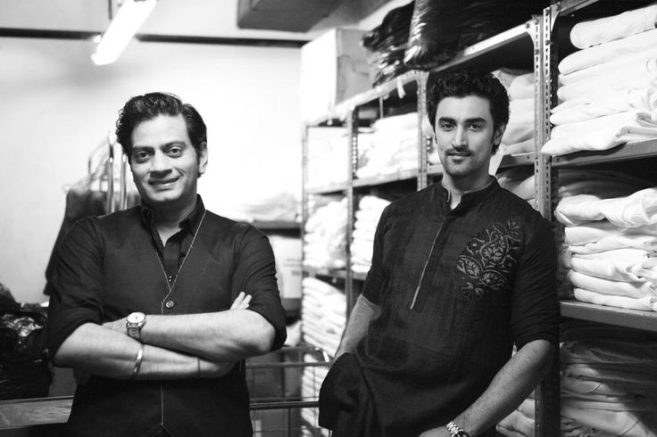Just before they take it on-stage. Kunal Kapoor and Raghavendra Rathore at BPFT2012 Bangalore.