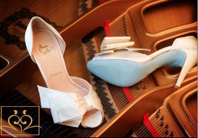 """Se tem um modelo de sapato que caiu no gosto das noivinhas do mundo inteiro, esse é o adoradoChristian Louboutin!Seus sapatos ultrafemeninos com sola vermelha, são os mais desejados do mundo! Conta a lenda que a escritora Danielle Steele é … <span class=""""link-beh"""" onClick=""""javascript:location.href='http://zankyou.terra.com.br/p/seu-sapato-de-noiva-um-laubotin-de-sola-azul-80314';"""" >Ler mais <span class=""""meta-nav"""">→</span></span>"""