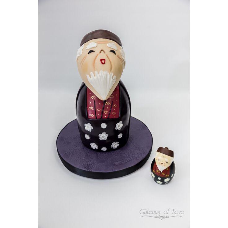 Japanese Old Man Cake #japanese #old #man #cake #japaneseoldmancake #redvelvetcake #red #velvet #ganache #chocolate #fondant #grey #black #white #maroon #red #gold #brown #cakeworld #cakedesign #gateauxoflove