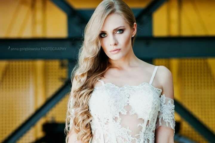 Foto Anna Golebiowska Photography Modelka Dorota Spaczynska Suknie Patricia Szlazko #szybmaciej #annagolebiowskaphotography #szybmaciejrestauracja&bistro #suknieslubne  #sukniaslubna  #weddingdress #wedding #bride  #pannamloda #patriciaszlazko #pieknesuknie #beautifuldress