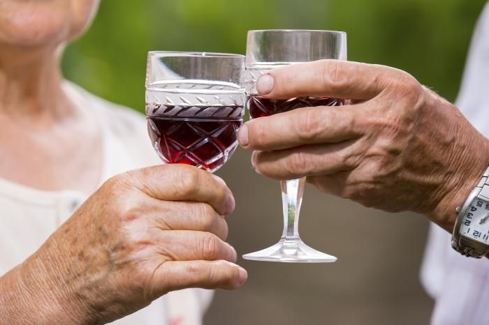 Could moderate drinking reduce early-stage Alzheimer's death rates? - Medical News Today