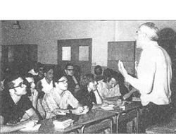 L'any 1968 acaba la carrera de filosofia i lletres i és contractat com a professor de lingüística i crítica literària a la Universitat Autònoma de Barcelona