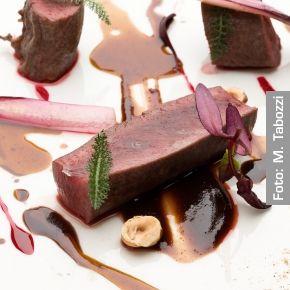 Sella di lepre cotta al burro e brandy, cugnà e barbabietola - Chef Enrico Crippa