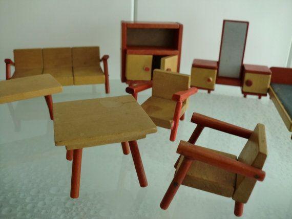 Vintage dolls house wooden meubilar houten poppenhuis meubilair Bed + kastjes + bankjes + fauteuils tafeltjes + kastjes - 10 delig