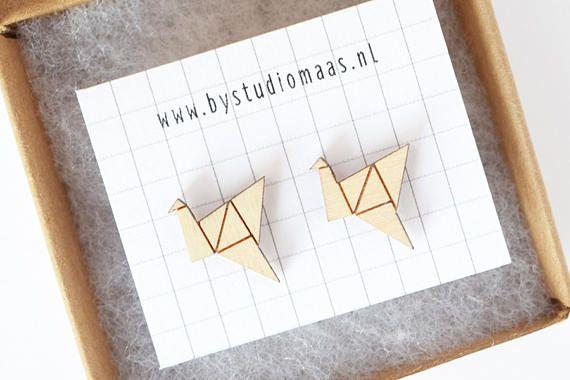 Houten oorbellen, origami vogel, kraanvogel, oorstekers, oorbellen vogel, hypoallergeen, sieraden, lasersnijden, mini oorbellen, studio maas