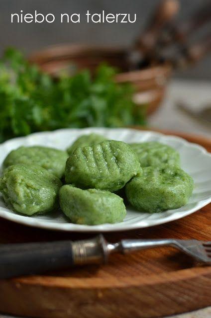 Miękkie, bardzo dobre kluski ziemniaczane ze szpinakiem do mięsnych i warzywnych sosów oraz zajadania solo. By kluski po ugotowaniu nie były twarde nie