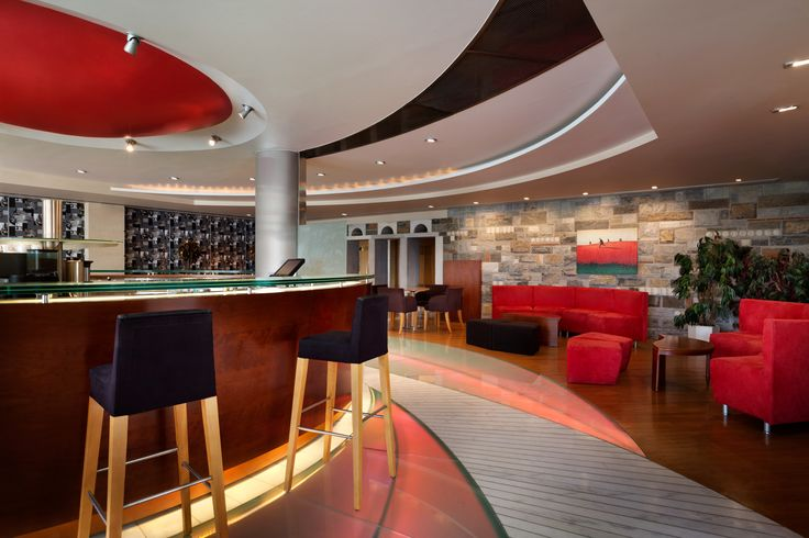 Check out the Apollo Cocktail Bar of Ramada Loutraki Poseidon Resort, ideal for refreshing summer cocktails!