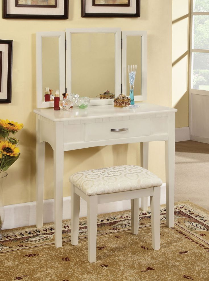 White Wood Makeup Vanity Stools With Dressing Table Set Above The Carpet    Furniture. Makeup