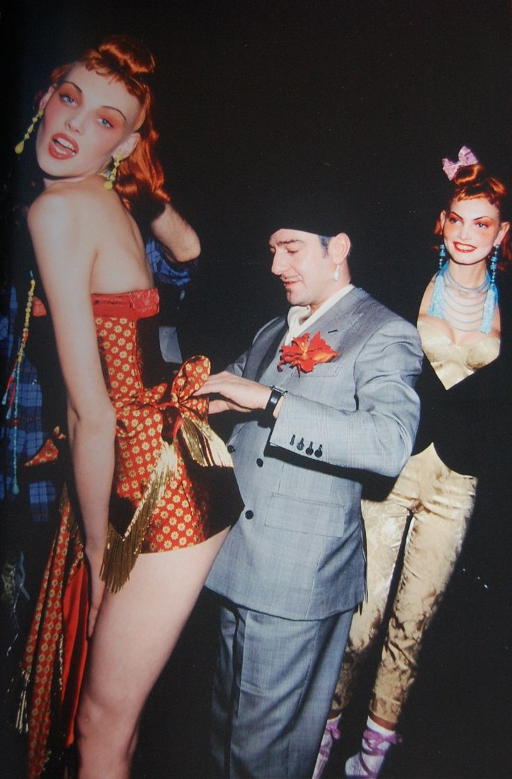 1997-1998 - Galliano 4 Dior Backstage John Galliano & models