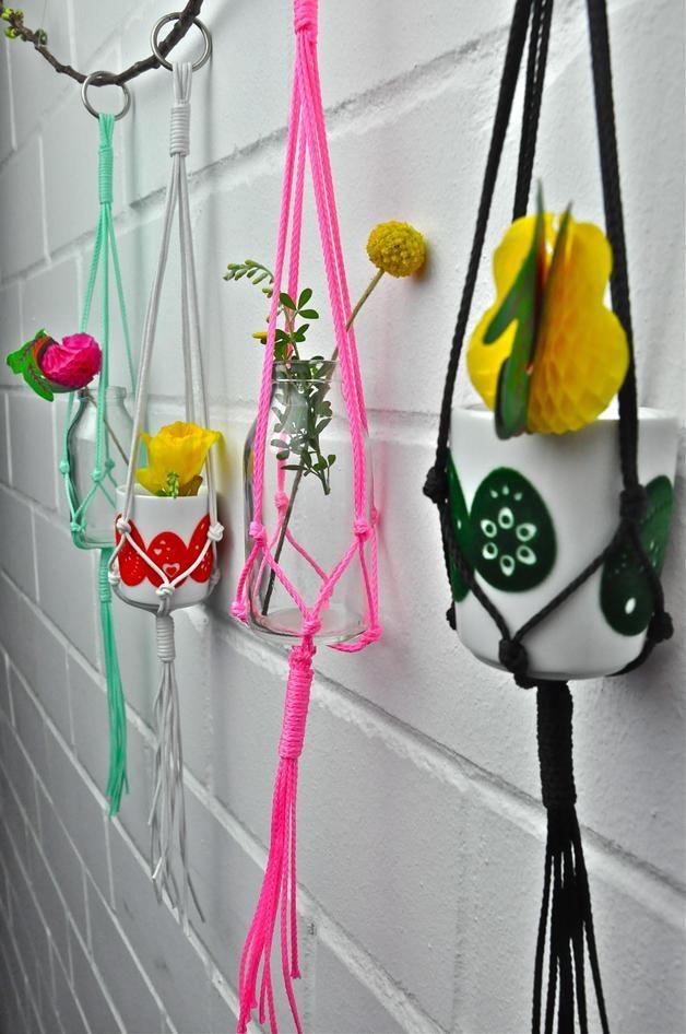 Deko-Objekte - Mini Makramee Blumenampel in verschiedenen Farben - ein Designerstück von California-Dreaming bei DaWanda