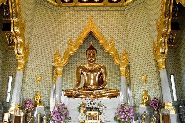 Wat Traimit, Temple of the Golden Buddha in Bangkok. The statue is made of solid gold and weighs 5.5 tons.