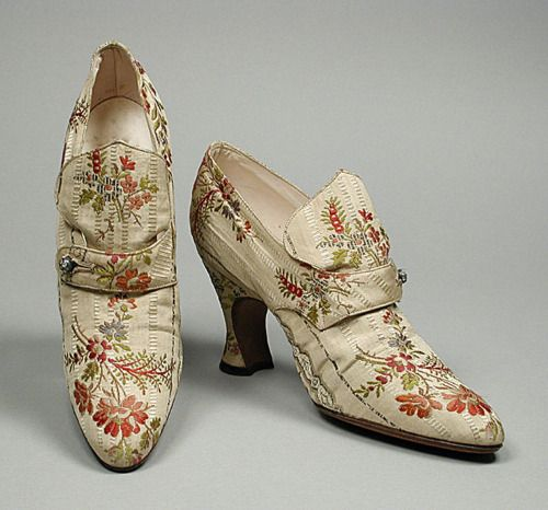 Shoes, ca 1918 Paris. #edwardian? The shape of these are to die for. Which I owned a pair right now!