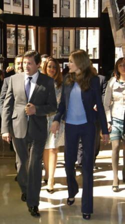 http://www.fashionassistance.net/2013/06/letizia-repite-traje-de-hugo-boss-en-un.htmlFashion Assistance: Letizia repite traje de Hugo Boss en un acto de la ONCE en Oviedo