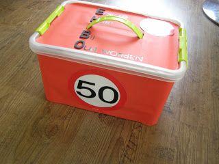 Afgelopen week werd mijn vriendin Thea 50 jaar. Haar andere beste vriendin Sandra en ik hebben haar verrast met een grote EHBO koffer, vol m...