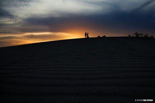 Sunset at dunes in Los Cabos #josafatdelatoba #cabophotographer #caboweddingphotographer #cabosanlucas #beauty #beach #weddingsinloscabos #trashthedress