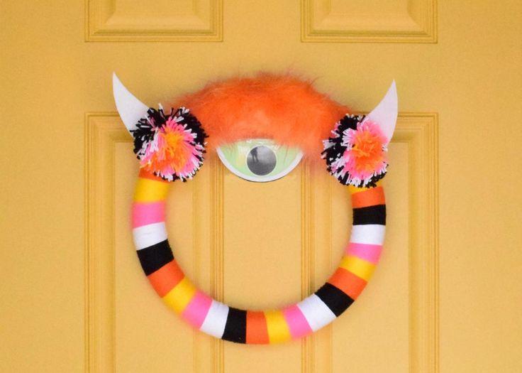 How to Make a Halloween Yarn-Wrapped Monster Wreath Halloween Yarn, Halloween Crafts For Kids, Outdoor Halloween, Diy Halloween Decorations, Easy Halloween, Kids Crafts, Halloween Wreaths, Halloween 2017, Holidays Halloween