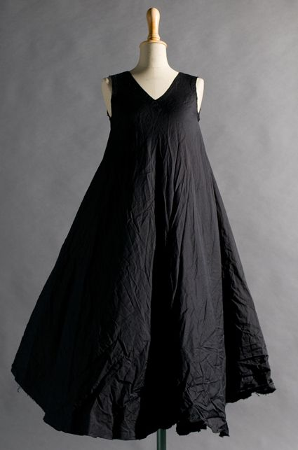 black flowy dress, I wonder what the fabric is to get this effect...