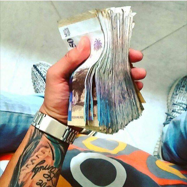 #fajos #50mil #millones #antrax #ak47 #mafia #poder #lujosdelosnarcos #sinaloa #colombia #dinero #poder #plebe #chapo #luxury #millonarios #dinero #mafia #nenas #colombianas #sexy #offroad #carsluxury #toyota #Ford #ferrari #familiazambada #chinoantrax #familiachino #elchapo #chapoguzman by luxuryrich5.7