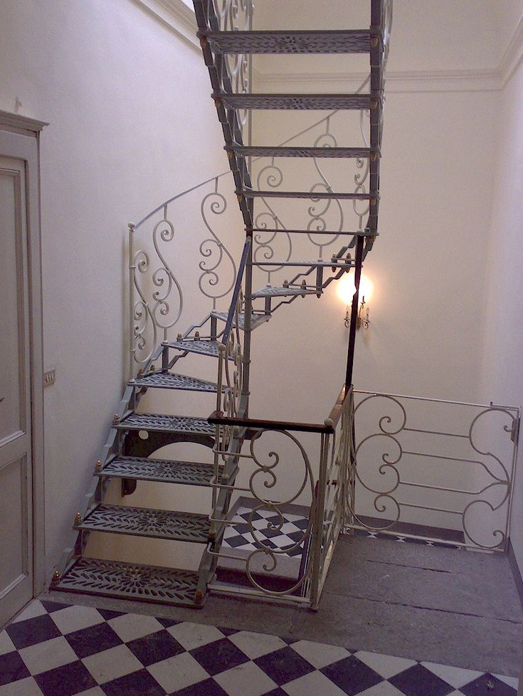 Oltre 25 fantastiche idee su ringhiere in ferro battuto su for Ringhiere in ferro battuto per scale interne moderne