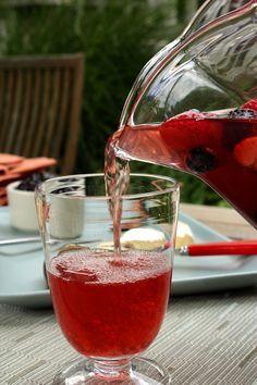 Un cocktail pour l'été à déguster entre amis et avec la famille, une version breizh de la Sangria ! A découvrir sur Recettes-bretonnes.fr
