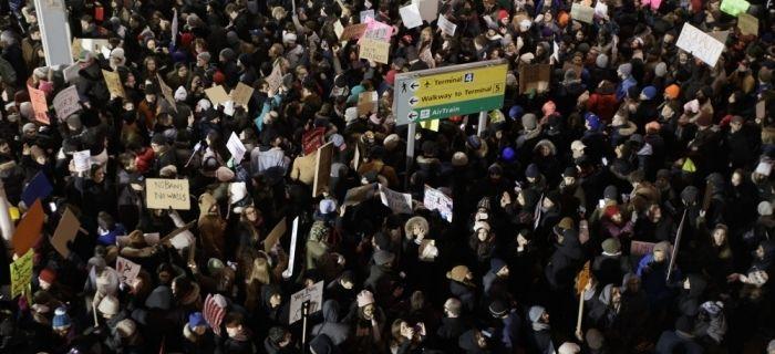 Orden ejecutiva de Trump prohibiendo entrada a EE.UU. a ciudadanos de 7 países genera grandes protestas