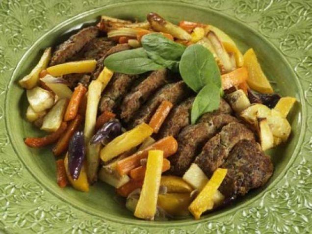 Smakrik köttfärslimpa och rotfrukter. Kättfärslimpa är alltid ett gott middagstips.